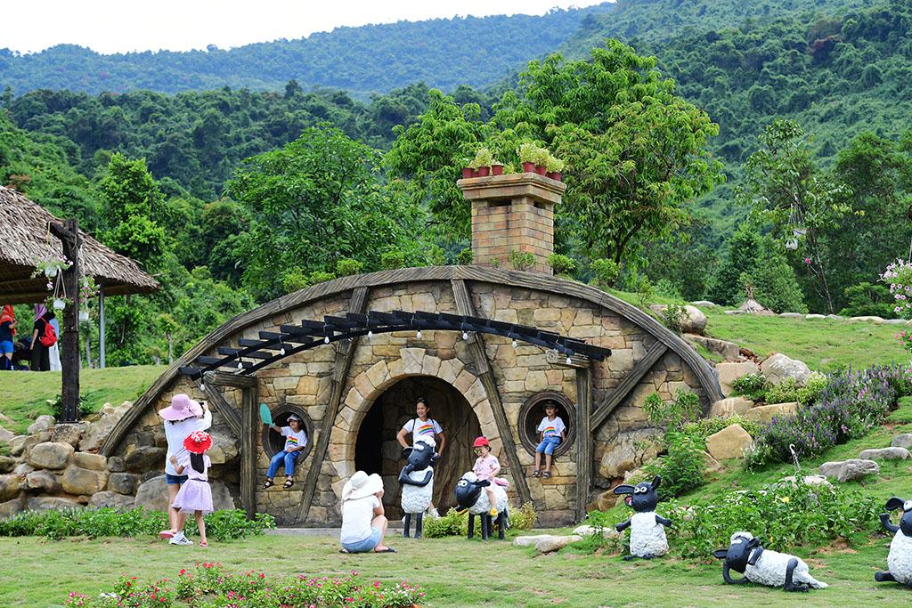 Tour Huế - Kdl Bạch Mã Village 1 Ngày - RESTOUR